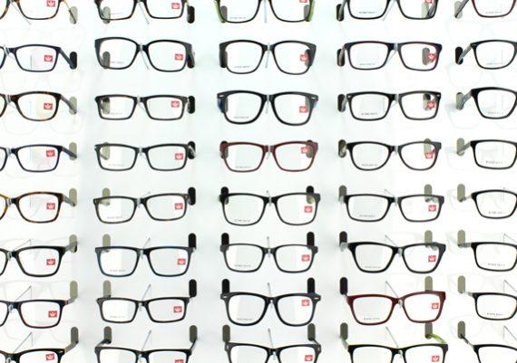 ME164 – Expositor de parede para 143 óculos