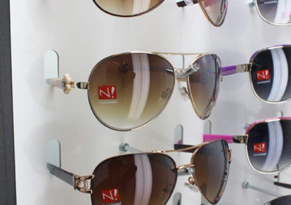 ME107 – Expositor de parede para 51 óculos