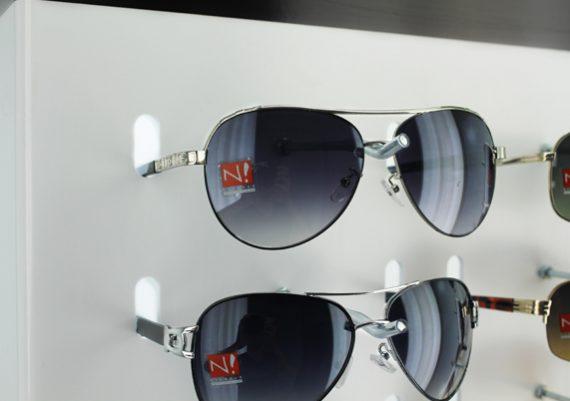 ME111 – Expositor de chão para 90 óculos