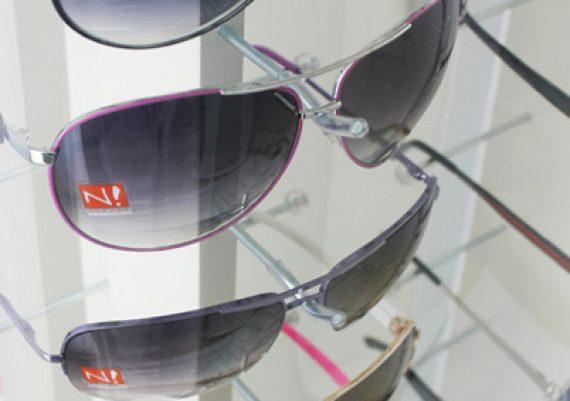 ME133 – Expositor de chão para 36 óculos