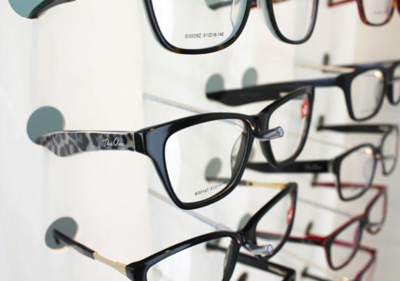 ME149 – Expositor de parede para 60 óculos